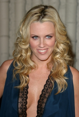 <br />Still a fan of the long and luscious curls Jenny McCarthy arrives at the premiere of the Scary Movie 3 with this stylish do that earns her a prominent position on the best tressed list. The loose and dropped texture of the strands would bring out the best of her hair lenght as well as features. This is indeed a top notch option to make a real statement on the red carpet.<br /><br />