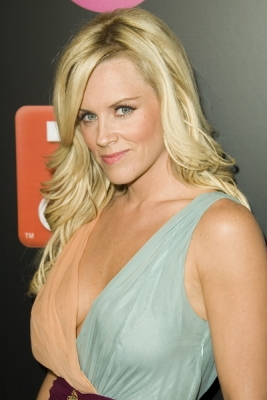 <br /><br />2005 was the year of stylish waves when it comes of the rising actress. Jenny McCarthy sports this stylish wavy do to attract immediate attention on the red carpet. The look is indeed polished and feminine and highlights the beautiful and natural looking hair color which perfectly matches her skin tone as well as blue eyes. This was also one of the most stylish years of Jenny McCarthy when it comes of hair styles.<br /><br />