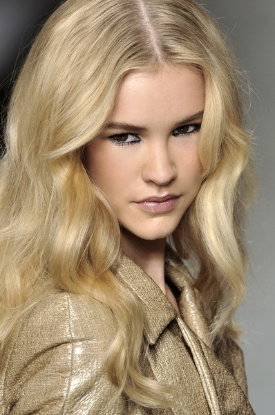 hair styles for curly hair fall winter 2010 2011 rejuvenating hairstyles 9117