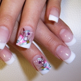 Hot fingernail art