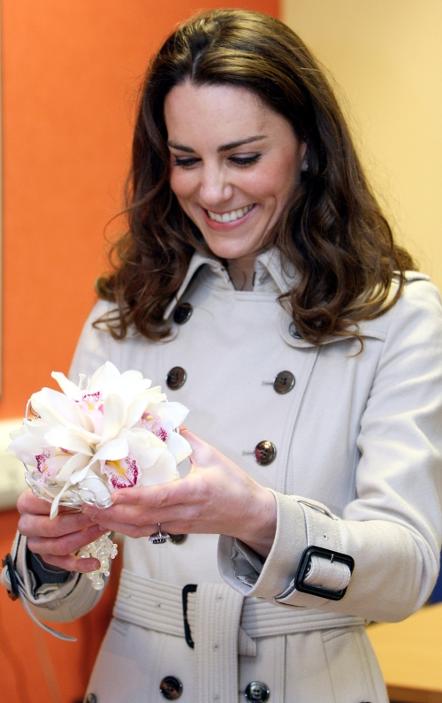kate middleton yellow bikini pics. kate middleton yellow bikini pics. Kate Middleton#39;s Wedding Dress; Kate Middleton#39;s Wedding Dress