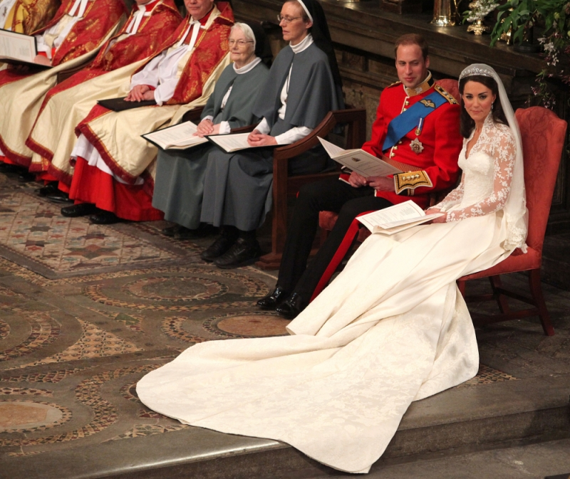 Kate Middleton Gown Wedding: Kate Middleton Wedding Dress Designer Is Sarah Burton