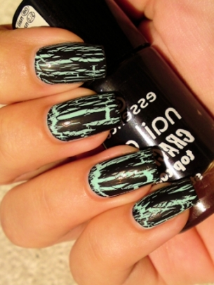 Green and Black Crackle Nail Art