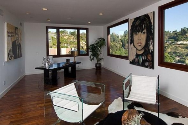 rihanna home 13 thumb Rihannas Home in Beverly Hills, California   Los Angeles Platinum Triangle Beverly Hills Real Estate 90210 Bel Air Holmby Hills Sunset Strip Hollywood Hills Luxury Estates Mansions Celebrity Homes Homes For Sale Listings Realtor Real Estate – http://ww