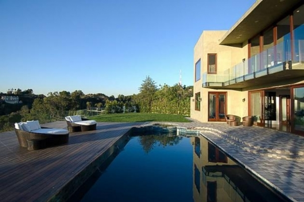 rihanna home 17 thumb Rihannas Home in Beverly Hills, California   Los Angeles Platinum Triangle Beverly Hills Real Estate 90210 Bel Air Holmby Hills Sunset Strip Hollywood Hills Luxury Estates Mansions Celebrity Homes Homes For Sale Listings Realtor Real Estate – http://ww