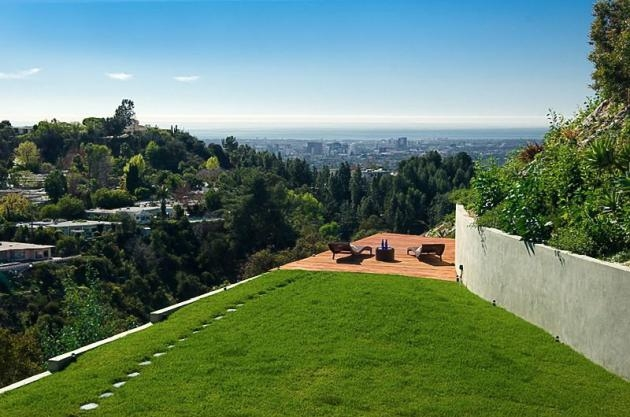 Rihanna 39 s home in beverly hills california for Celebrity home tours beverly hills