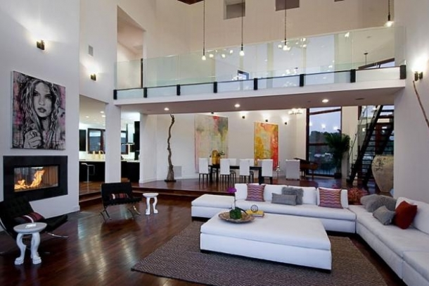 rihanna home 2 thumb Rihannas Home in Beverly Hills, California   Los Angeles Platinum Triangle Beverly Hills Real Estate 90210 Bel Air Holmby Hills Sunset Strip Hollywood Hills Luxury Estates Mansions Celebrity Homes Homes For Sale Listings Realtor Real Estate – http://ww