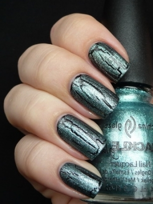 Green Crackle Nail Art