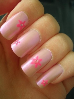 simple nail art thumb stylish nail art purple polish nails decorated with flowers nails art with flowers modern look manicure in pink French manicure Flowers nails art beautiful manicure
