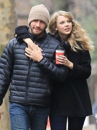 Taylor Swift and Jake Gyllenhaal Split