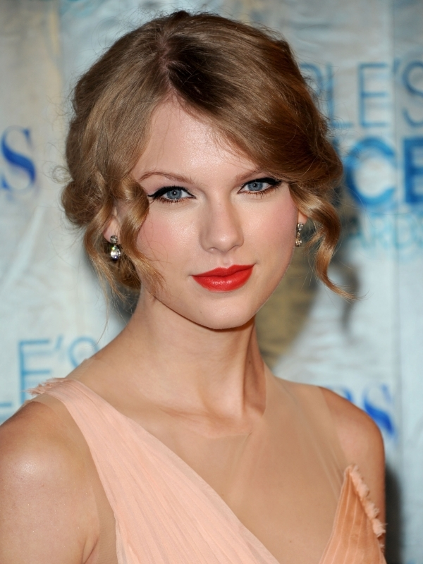 Taylor Swift Natural Hair, Long Hairstyle 2011, Hairstyle 2011, New Long Hairstyle 2011, Celebrity Long Hairstyles 2094