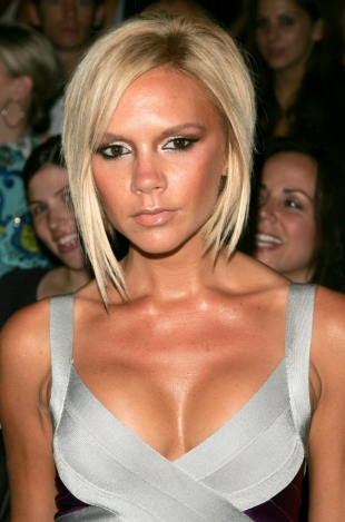 Victoria Beckham Removes Breast Implants