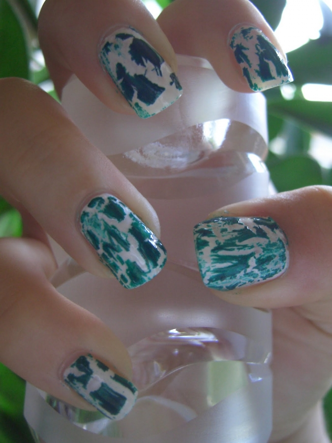 Crackle Nail Art Trend.