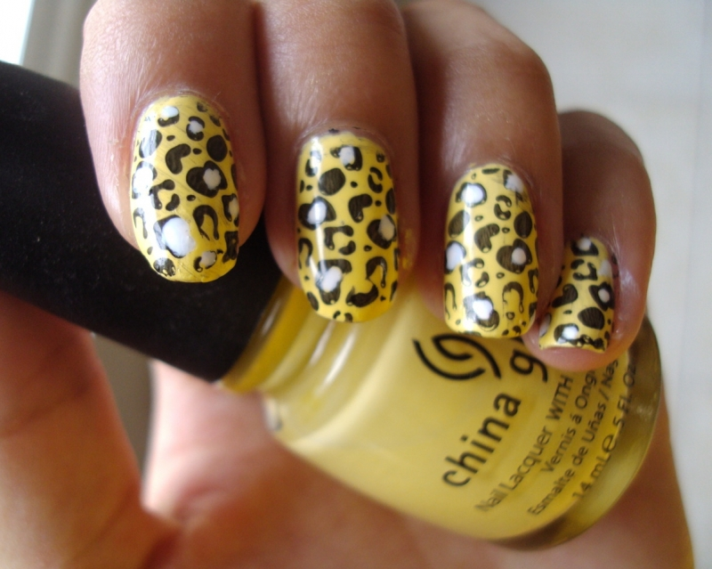rihanna tiger print nails. animal print nails.