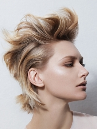 Cool Textured Medium Hairstyles|