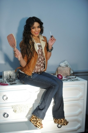 Vanessa Hudgens, Sexy in New Candie