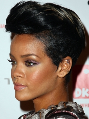 http://static.becomegorgeous.com/img/arts/2011/Jun/23/4823/rihannamohawkhairstyle_thumb.jpg