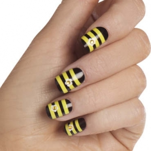 bee nails 3 thumb wonderful polish Stylish manicure stripes nail art design stripes nail art silver glitter shiny look nails with dots and lines Luxury manicure French manicure decorated nails black polish beautiful manicure