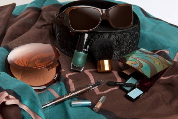 ArtDeco Aqua Glow Bronzing Makeup for Summer 2011