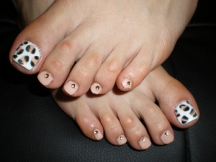 Easy to Do Pedicure Designs