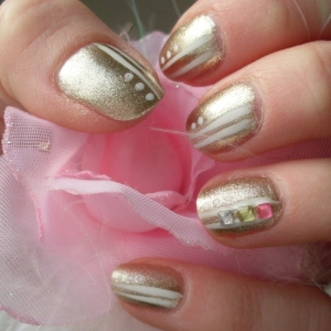 gold nail art thumb Trendy glossy nail art design in different shades