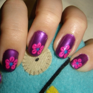 nail art design thumb Trendy glossy nail art design in different shades