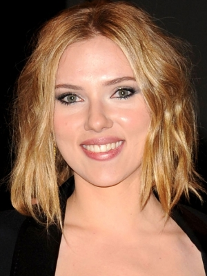 Scarlett Johansson Medium Layered Hair