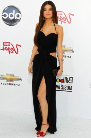 billboard music awards 2013 selena gomez on the blue carpet