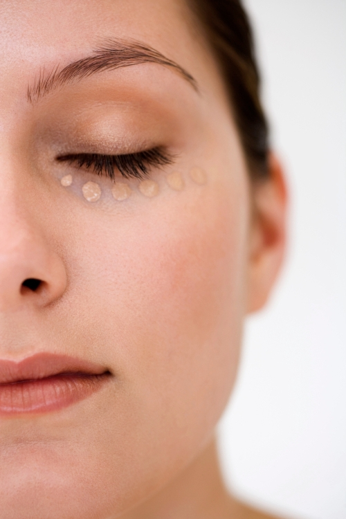 How To Conceal Dark Under-Eye Circles