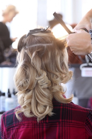 How to Style Glamorous Waves