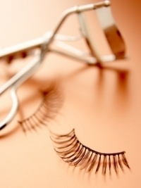 The Negative Effects of Using False Eyelashes