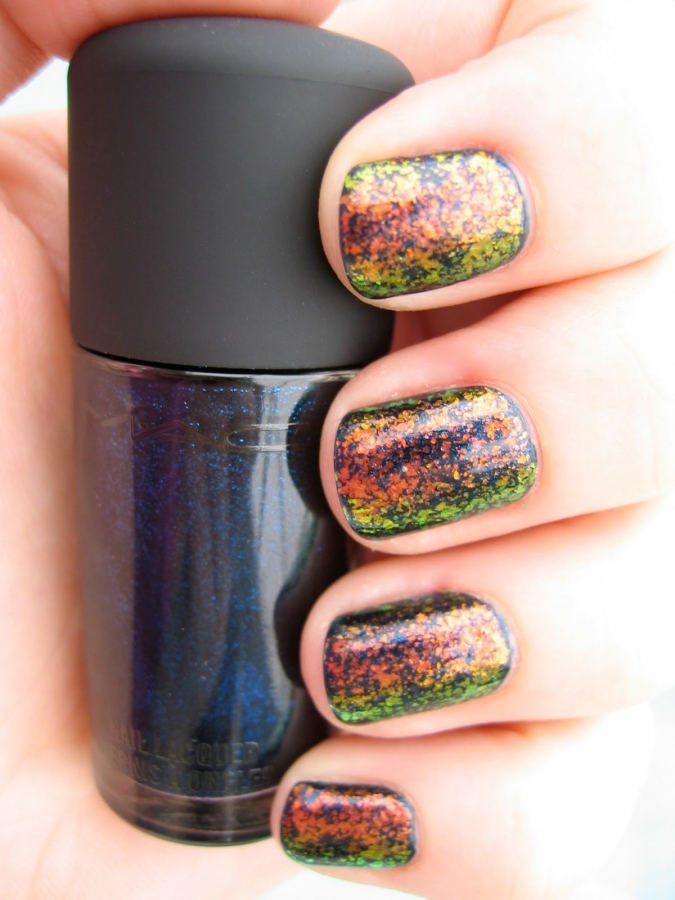 Orange and Black Nail Designs http://www.becomegorgeous.com/cosmetics/nail-products/easy_halloween_nail_art_designs-5627.html