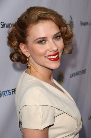 Scarlett Johansson Red Carpet Beauty