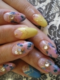 Groovy Spring Nail Art Ideas