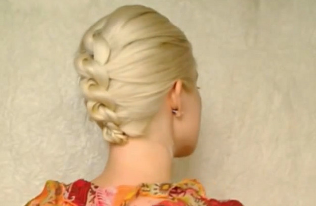 How to Style a Knotted Chignon