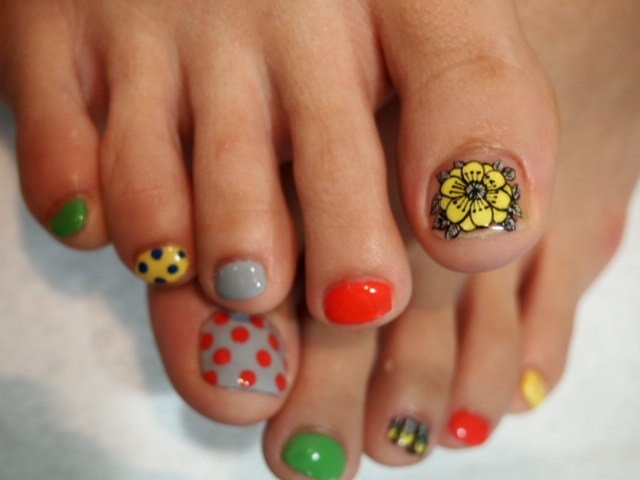 Crafty pedicure nail art designs creating floral motifs doesnt require too much skill as with a nail art brush and even a dotting tool you can create amazing floral motifs that will have a solutioingenieria Choice Image