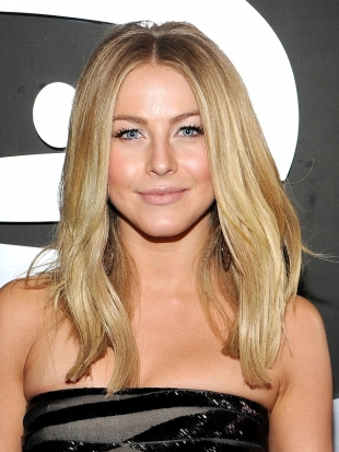 Julianne Hough Sleek Hairstyle 2012 Grammy Awards