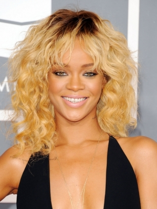 Rihanna Hairstyle 2012 Grammy Awards