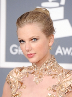 Taylor Swift Updo Hairstyle 2012 Grammy Awards