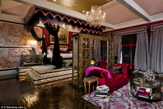 christina aguilera puts beverly hills mansion bedroom