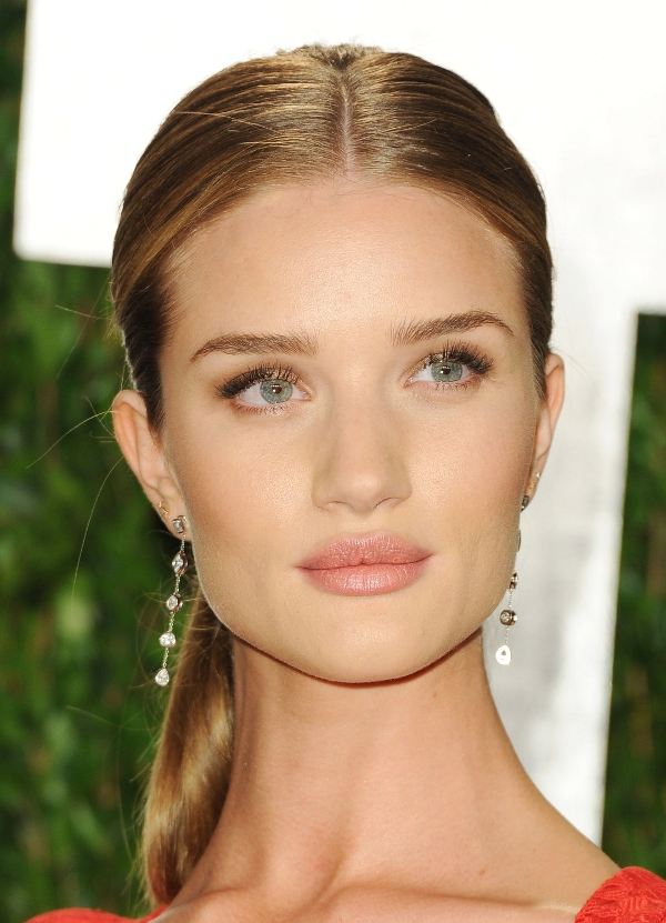 http://static.becomegorgeous.com/img/arts/2012/Feb/28/6910/rosie_huntington_whiteley_vanity_fair_2012.jpg
