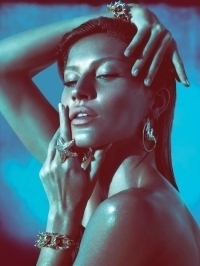 Gisele Bundchen Sizzles in Versace Spring 2012 Campaign