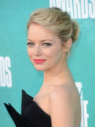 Emma Stone Hairstyle 2012 MTV Movie Awards