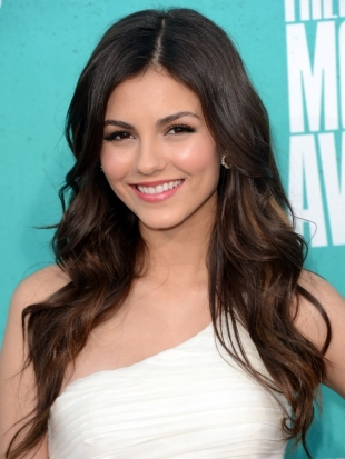 Victoria Justice Hairstyle 2012 MTV Movie Awards