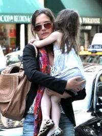 Katie Holmes Files for Divorce, Requests Primary Custody of Suri