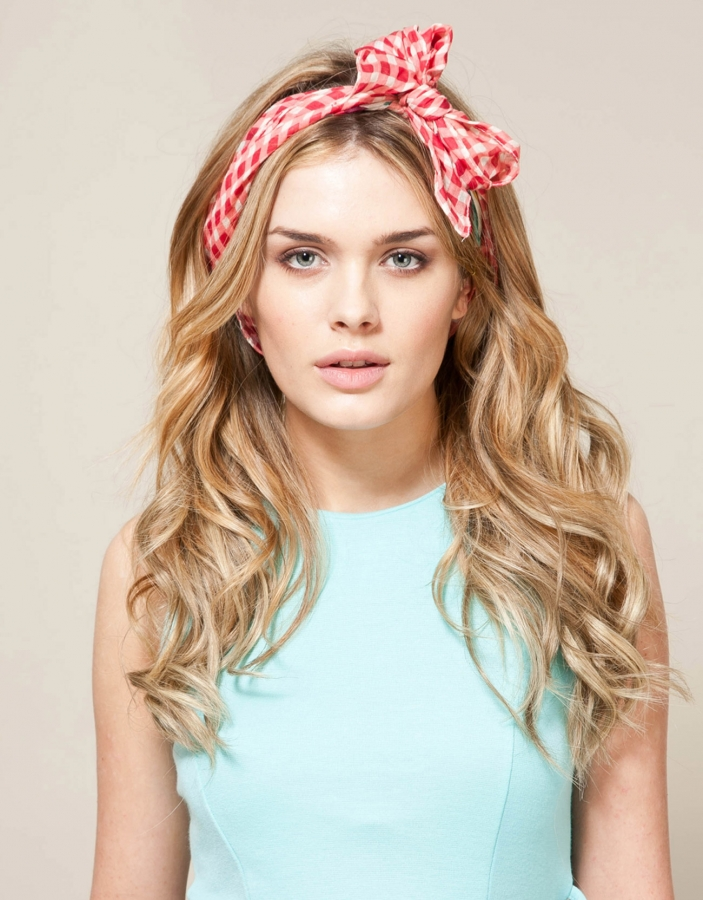 New Ways to Wear Headbands Gossip Girl brought headbands back into the mainstream-and seeing them on every teenager in America made us weary of them once again.