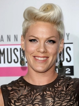 Pink Hairstyle 2012 AMAs