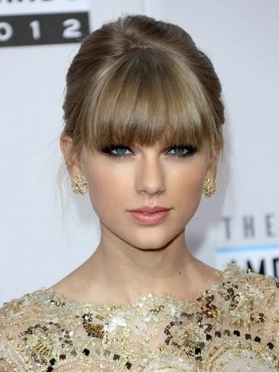 Taylor Swift Hairstyle 2012 AMAs