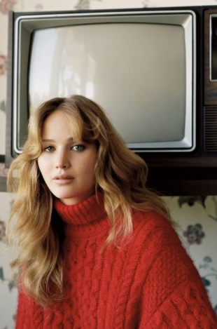 Jennifer Lawrence Covers Vogue UK November 2012
