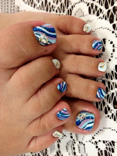 Other pretty fall pedicure nail art designs you can try ...